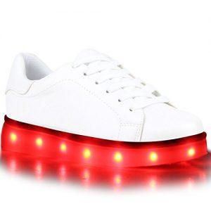 Weiße Leuchtschuhe mit roten LEDs